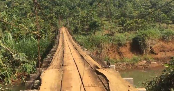 Cầu treo xuống cấp, nguy cơ đứt sập xuống sông