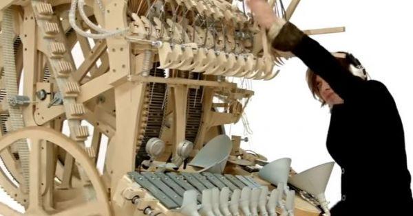 Bản nhạc tuyệt vời từ cỗ máy chứa 2.000 viên bi