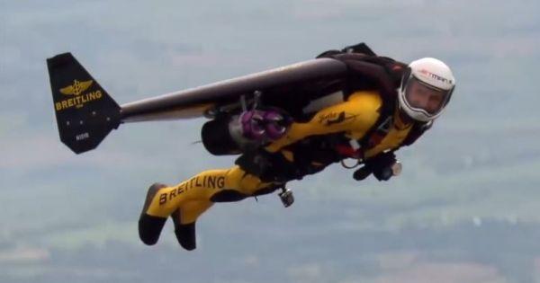 Jetman bay như chim với thiết bị bay Breitling