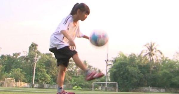 Bé gái 11 tuổi được bà con gọi 'Messi miền Tây'