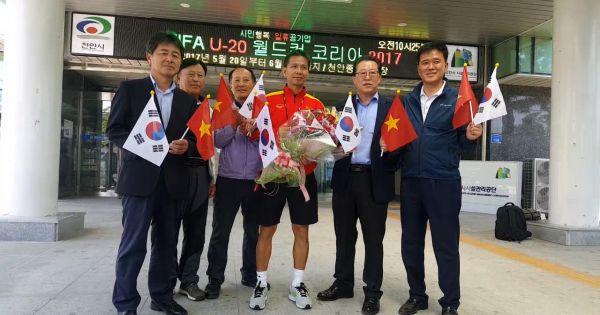 Chính quyền thành phố Cheonan thăm U20 Việt Nam