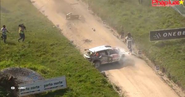 Lật ba vòng vì cú tiếp đất bằng mũi xe tại giải đua Rally