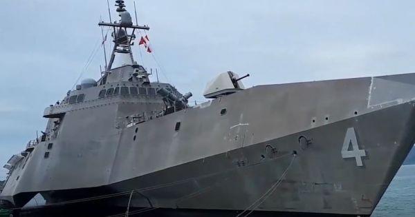 Tàu khu trục USS Coronado và tàu cứu hộ USNS Salvor cập cảng Cam Ranh