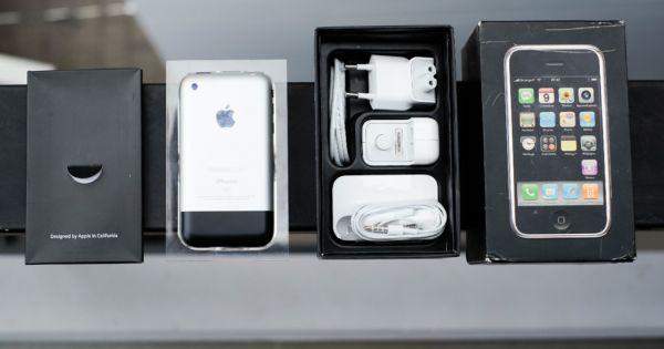 iPhone đời đầu nguyên hộp giá 1.000 USD tại Việt Nam