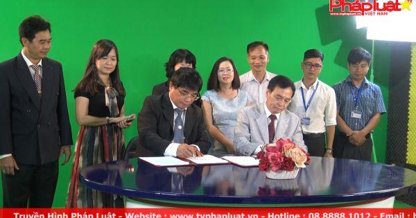 Tham quan studio của kênh truyền hình đại học đầu tiên ở Việt Nam