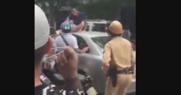 Bỏ chạy rồi gây tai nạn, tài xế ôtô bị dân đuổi đánh