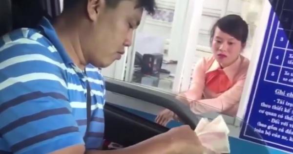 Tiền Giang: Tài xế phản ứng thu phí đường bộ - mua vé bằng tiền lẻ