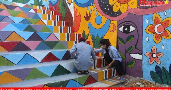 Đà Nẵng: Sinh viên biến bãi rác thành tranh đầy màu sắc
