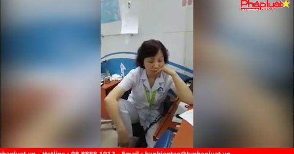 Nữ bác sĩ trần tình việc gác chân đối thoại với người nhà bệnh nhân