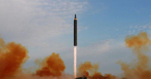 Triều Tiên công bố hình ảnh phóng tên lửa đạn đạo bay qua Nhật Bản