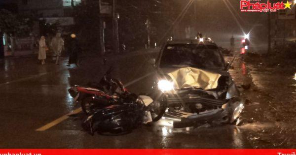 Ô tô điên tông hàng loạt xe máy trong đêm, nhiều người nguy kịch