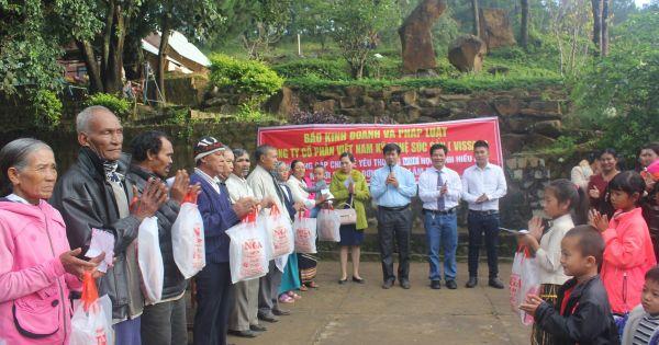 """Lâm Đồng: Chương trình trao quà từ thiện """"chia sẻ yêu thương"""" với đồng bào thôn K'Rèn"""