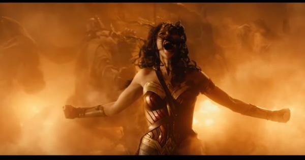 """Mãn nhãn với màn đánh nhau độc đáo giữa Wonder Woman và Ares trong bộ phim """"Nữ Thần Chiến Binh"""""""