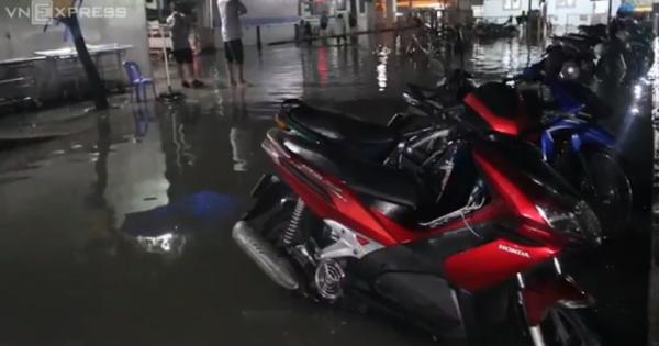 """Bệnh viện ven Sài Gòn cấp cứu trong """"biển nước"""""""