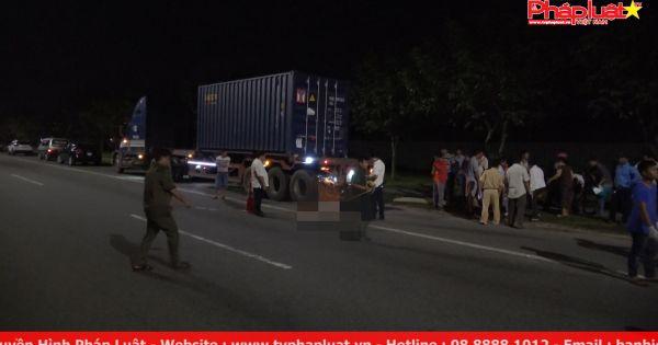 Tông đuôi xe container dừng đỗ bên đường, một người chết tại chỗ