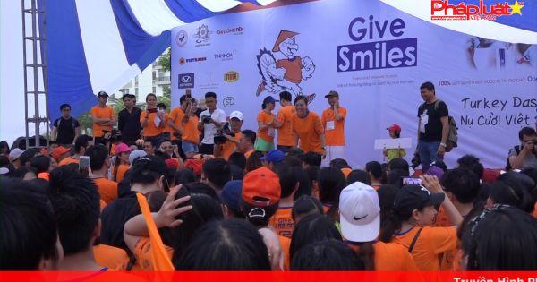 Hàng nghìn người tham gia chạy bộ ủng hộ quỹ phẫu thuật trẻ em hở hàm ếch
