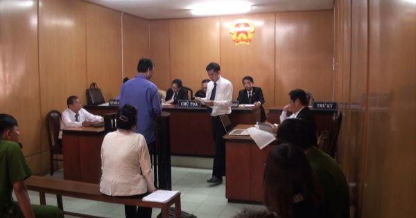Vợ nguyên cán bộ công an kêu oan tội đưa hối lộ