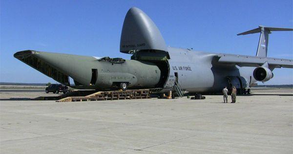 """Quái vật khổng lồ của Mỹ """"nuốt"""" cả tàu ngầm, xe tăng, chiến đấu cơ"""
