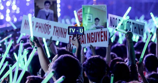 """Fan nữ ngất xỉu ngay liveshow """"khủng"""" của Noo Phước Thịnh tại Hà Nội"""