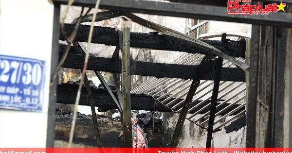 TPHCM: Căn nhà bốc cháy cả khu phố hoảng loạn