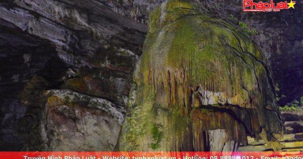 Nghẹt thở với hành trình khám phá hang Tú Làn