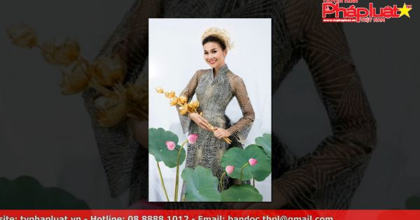 Thanh Hằng diện áo yếm, nâng niu bó hoa sen vàng gần 3 tỷ đồng