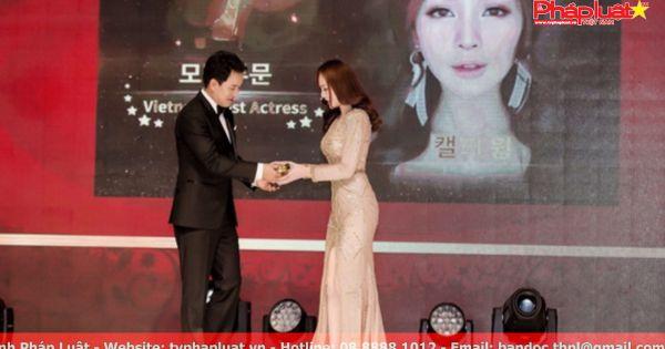 Kellybất ngờ nhận giải Người mẫu được yêu thích tại Hàn Quốc
