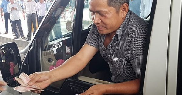 Tài xế trả tiền lẻ, đòi viết giấy ghi nợ vé ở BOT Cần Thơ – Phụng Hiệp