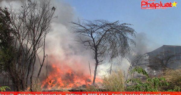 Bình Dương: Cháy lớn kinh hoàng taị kho phế liệu trong khu dân cư