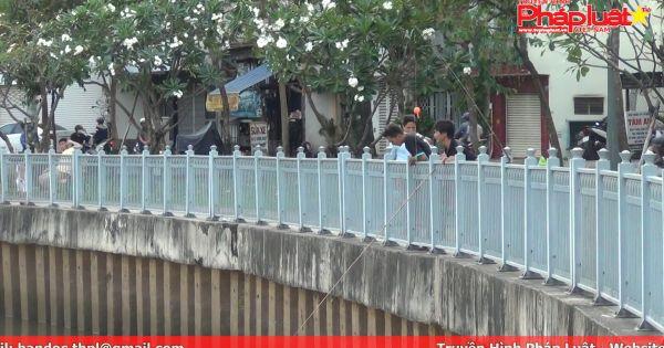 Câu cá rầm rộ bất chấp lệnh cấm trên kênh Nhiêu lộc – Thị nghè