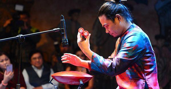 """""""Phù thủy"""" bộ gõ Trần Xuân Hòa - Người tiên phong của một trường phái âm nhạc mới độc và lạ"""