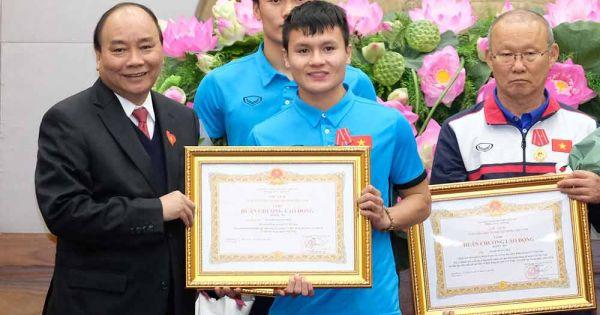 Điểm báo 29/01/2018: Thủ tướng trao Huân chương Lao động hạng Nhất cho đội tuyển U23 Việt Nam