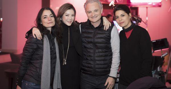 Nhà sản xuất Marc Missonnirer cùng Lý Nhã Kỳ tại phim trường Angel's Face