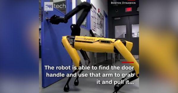 Robot thông minh tự động mở cửa