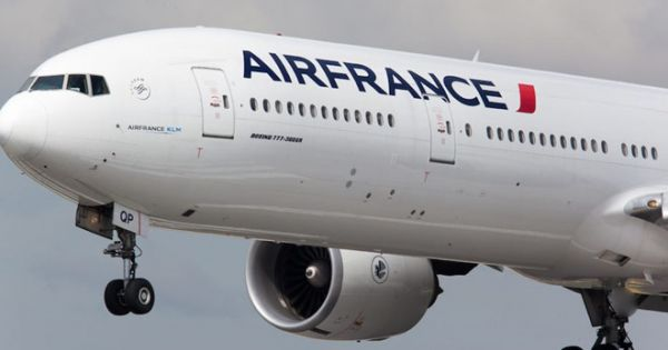 Mua vé máy bay Pháp giá siêu rẻ: Khách Việt bị Air France đơn phương hủy vé