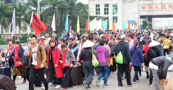 """Quảng Ninh: Điều tra nhiều doanh nghiệp nghi trốn thuế từ """"tour 0 đồng"""""""