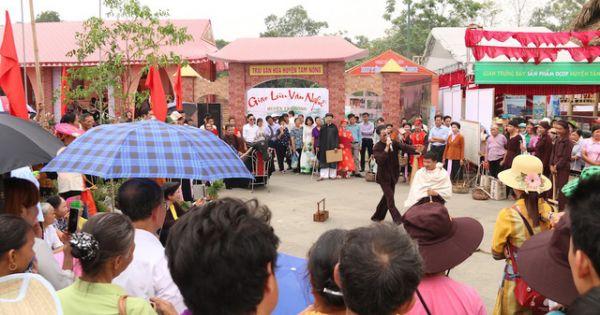 Du khách ồ ạt viếng thăm đền Hùng trước ngày giỗ tổ