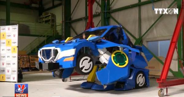 Độc đáo robot biến hình thành ô tô