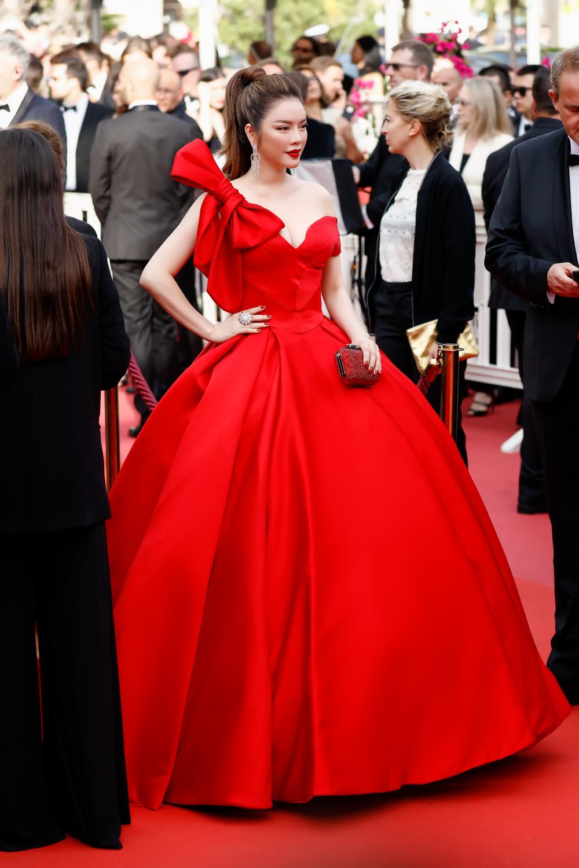 Lý Nhã Kỳ hóa công chúa Cinderella ngày khai mạc LHP Cannes