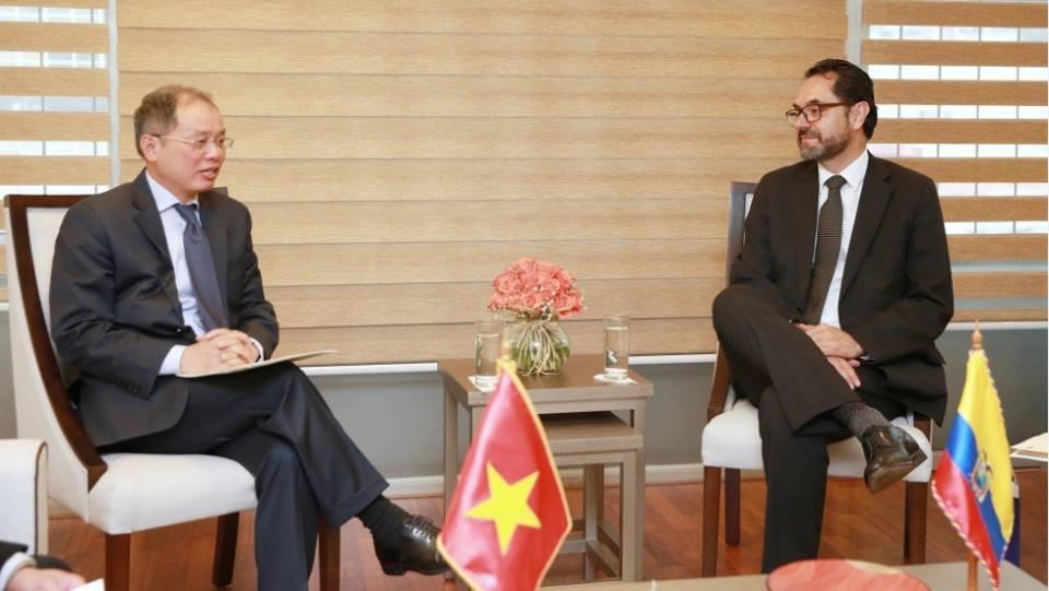Đại sứ Nguyễn Ngọc Sơn trình Quốc thư lên Quyền Tổng thống Ecuador