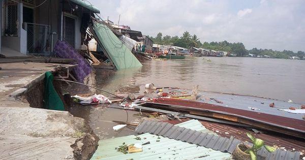 Cần Thơ: Sạt lở nhà đổ ầm xuống sông, dân tháo chạy tán loạn