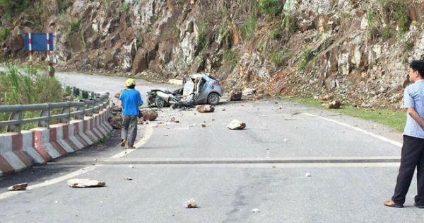 Đá lở đè nát ô tô khiến tài xế tử vong tại Lai Châu