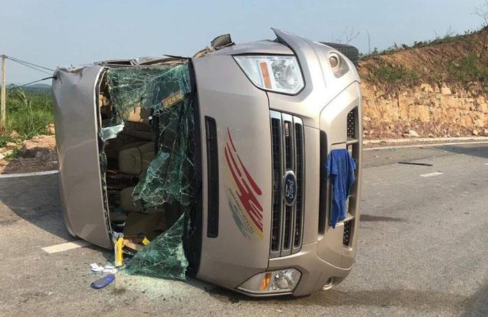 Quảng Ninh: Xe khách đâm trực diện xe đầu kéo, 10 người thương vong