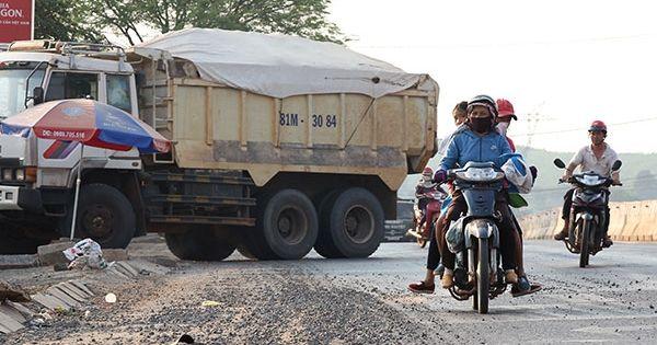 Nha Trang: Đại lộ nghìn tỉ nhưng đất, cát tràn khắp mặt đường