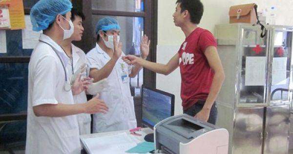 """Tình trạng các y bác sĩ bị bạo hành chiếm con số """"khủng"""""""