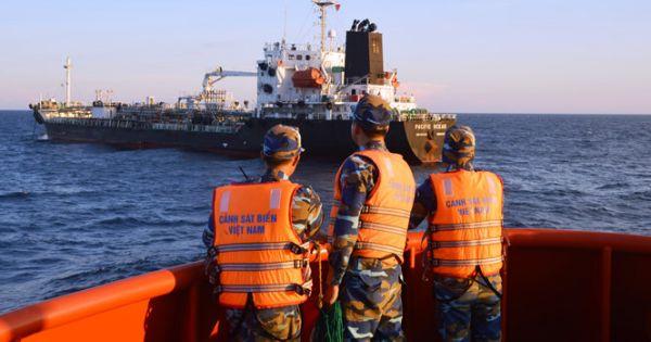 Phát hiện hai tàu nước ngoài buôn lậu gần 5 triệu lít dầu trên vùng biển VN