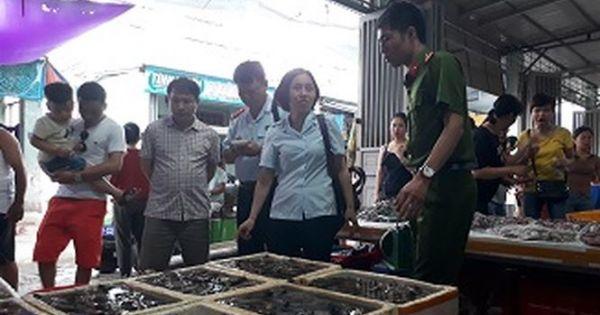 Thanh Hóa: Thu giữ lượng lớn tôm nghi bị bơm chất độc hại