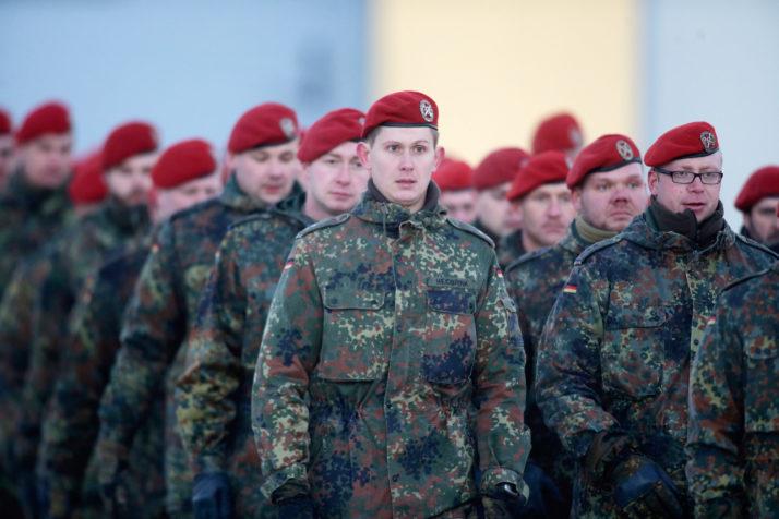 Pháp khởi xướng thành lập khối phòng thủ chung châu Âu