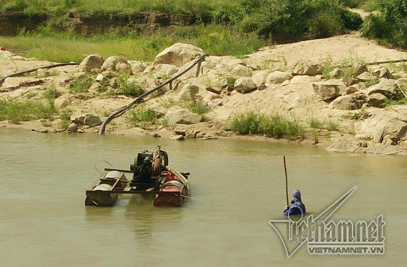 """Đắk Lắk: Sông suối bị đục khoét, băm nát bởi nạn """"cát tặc"""""""