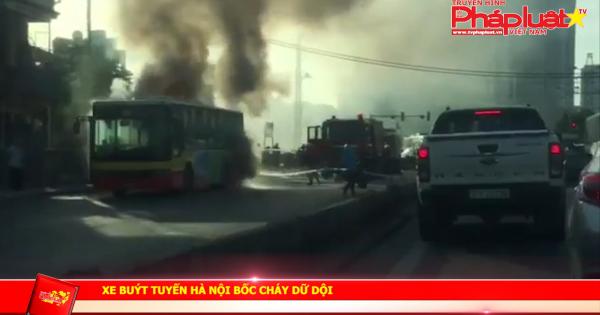 Xe buýt tuyến Hà Nội bốc cháy dữ dội